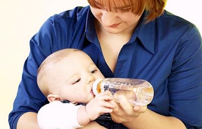 Usia Berapa Bayi Boleh Di Beri Air Putih ?