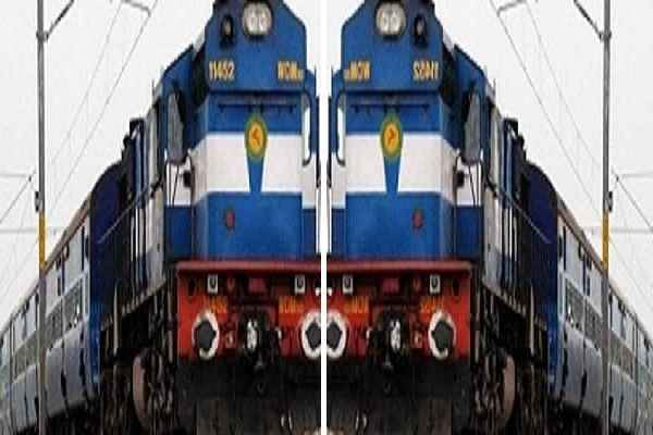 train-accident-between-duranto-express-hatiya-and-mahaodhi-averted