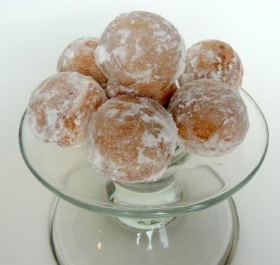 03 Donut Holes with Babycakes Cake Pop Maker! 16