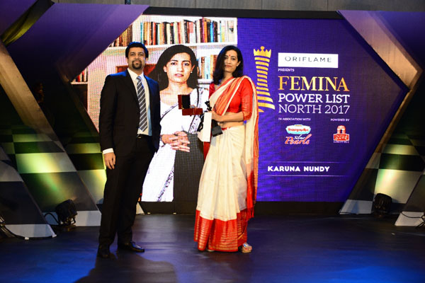 Chitresh Gupta, VP, DS Group presenting the award to Advocate Karuna Nundy at Femina Power List North 2017