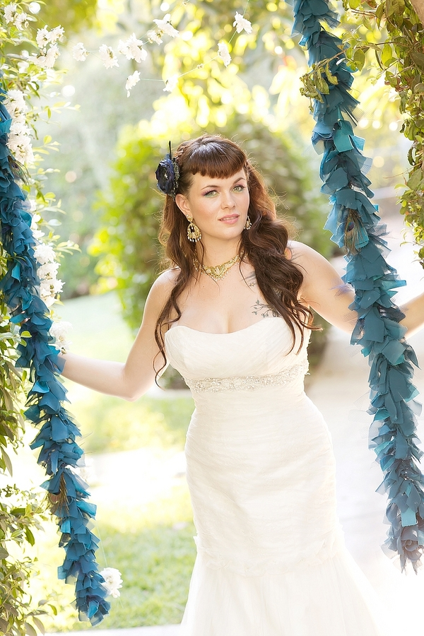 feather+wedding+theme+inspiration+blue+teal+turquoise+beige+champagne+green+reception+table+centerpiece+table+place+setting+escort+card+cards+bouquet+bridesmaids+dresses+bridal+dress+gown+meghan+wiesman+photography+15 - Show your feathers!