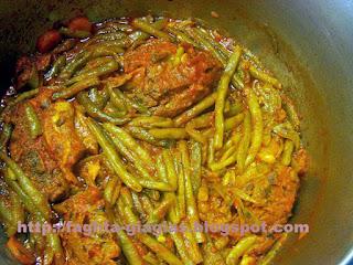 Αρνάκι ή κατσικάκι κοκκινιστό με φασολάκια χλωρά - από «Τα φαγητά της γιαγιάς»