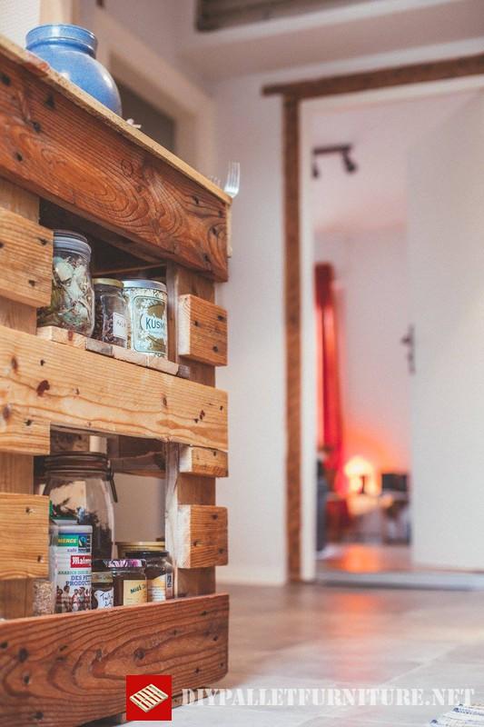 Muebles auxiliar de cocina con palets for Meuble a boisson