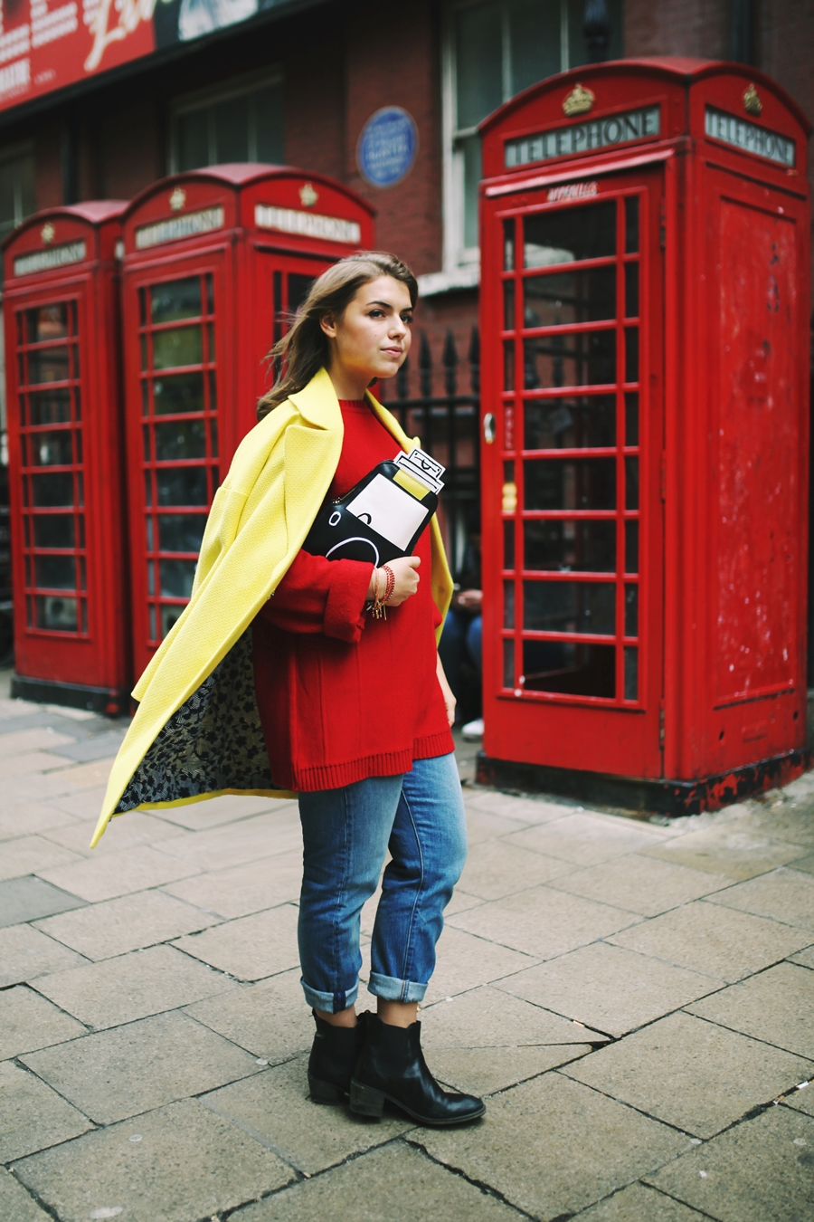 london telefonzelle gelber boden mantel