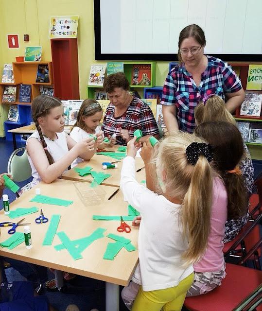Самарская областная детская библиотека (интересное лето), тут бумага превращается в зелёного и зубастого крокодила)