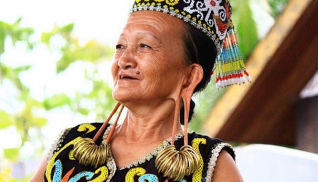 Berikut Lima Tradisi Aneh Yang Dijalani Wanita Guna Terlihat Cantik