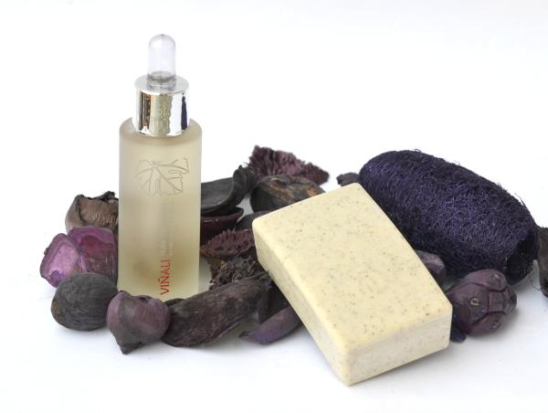 aceite facial y jabón exfoliante de viñali
