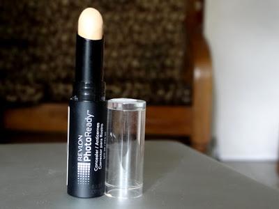 Kunjungi Situs Female Daily Untuk Mendapatkan Produk Concealer Revlon