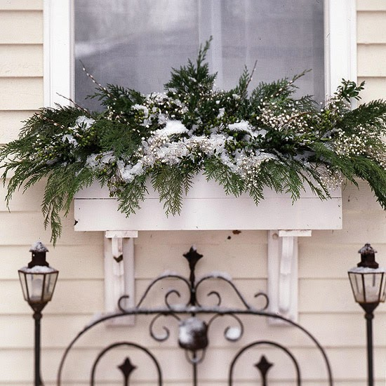 Ginnie's Gems: OUTDOOR WINDOW BOX CHRISTMAS DECORATIONS