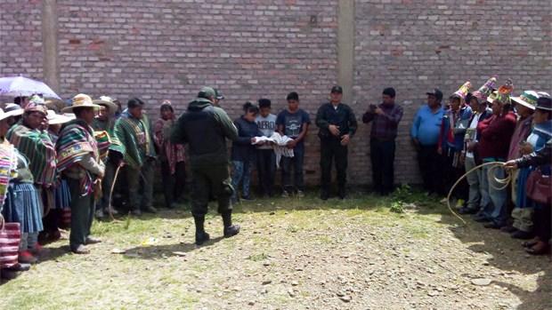 Comunarios tomaron justicia propia pese  a presencia de policía, fiscalía y defensoría / RADIO PIO XII