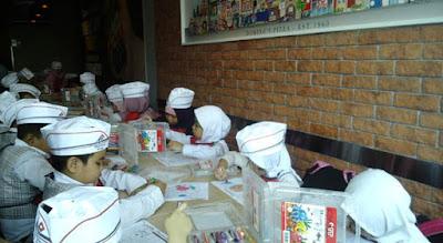 Kunjungan Profesi ke Dapur Domino's Pizza Meruya