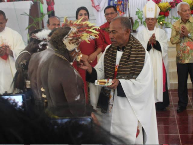 Campur Tangan Tuhan dalam 25 Tahun Imamat Pelayanan Pastor Bavo Felndity