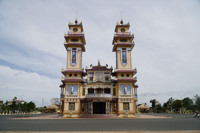 Tòa Thánh Tây Ninh là điểm đến nổi tiếng về Tôn Giáo tại Tây Ninh