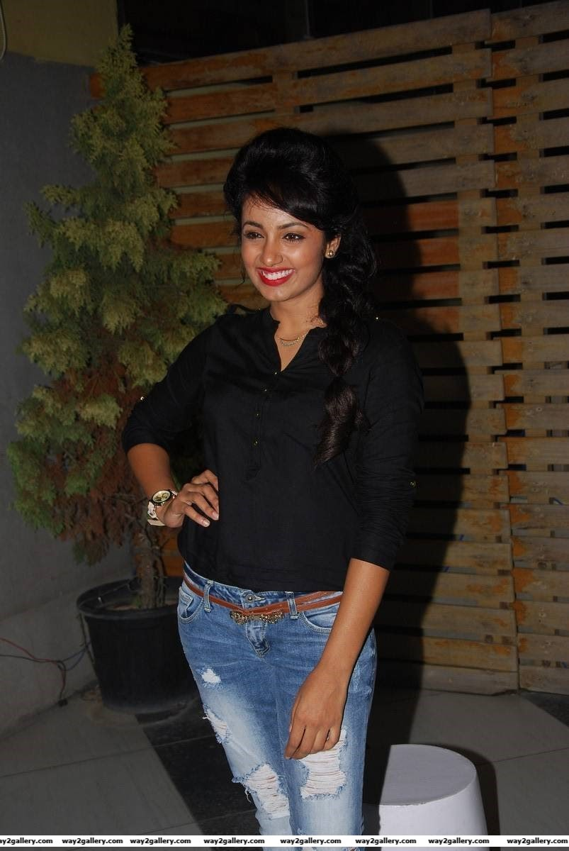 tejaswi madivada photo gallery and tejaswi madivada hot gallery 8