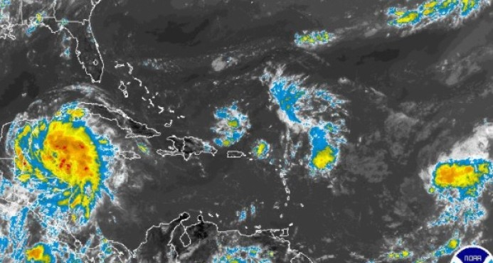 Declaran alerta para 14 provincias por lluvias de vaguada y onda tropical