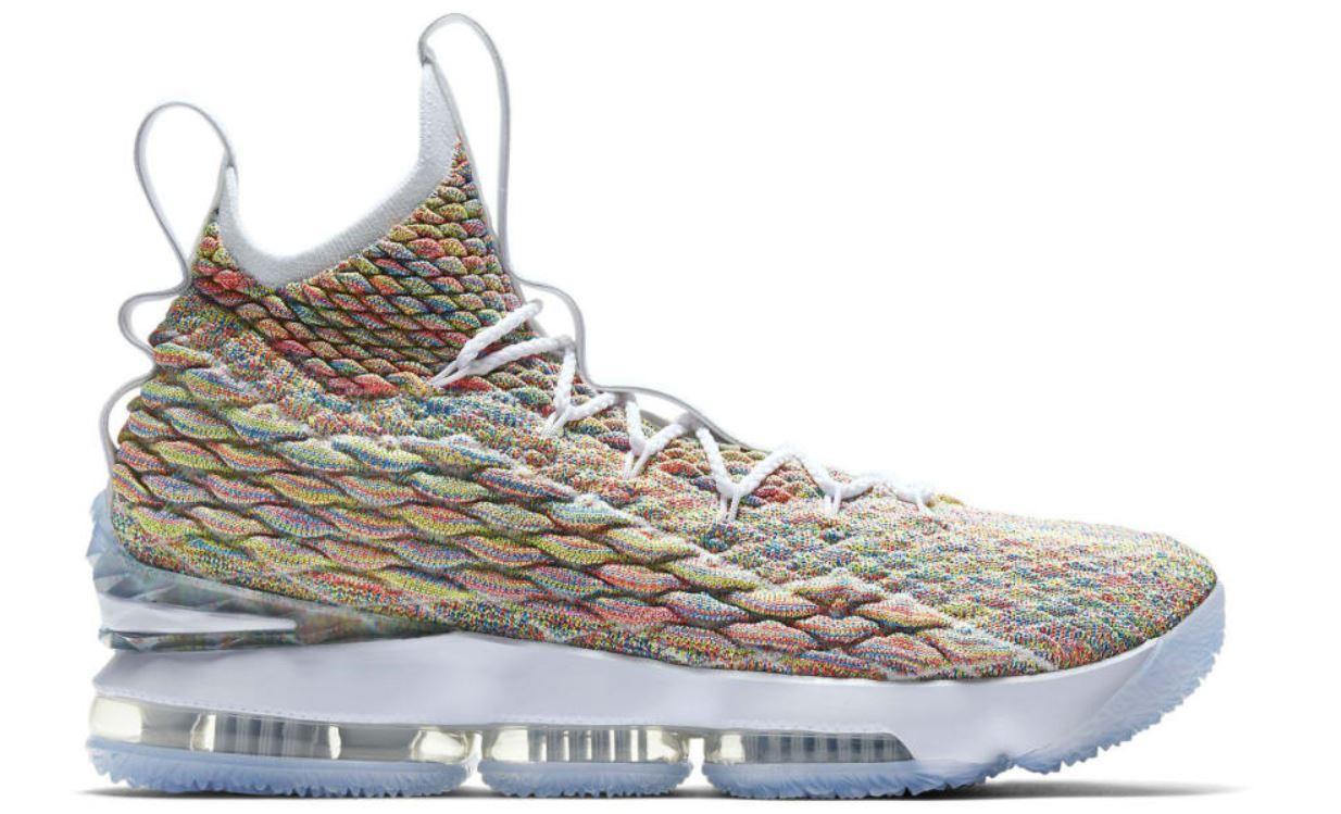 huge discount af1f0 06381 THE SNEAKER ADDICT: Nike LeBron 15