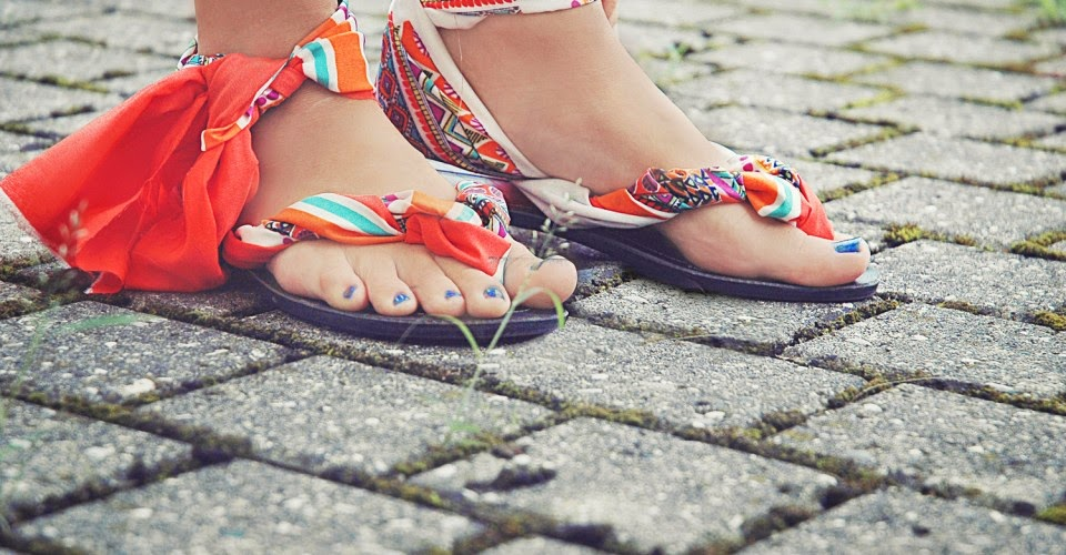 http://www.one-o.it/diy-easy-summer-flip-flops/#.U9jYUGPQqM0