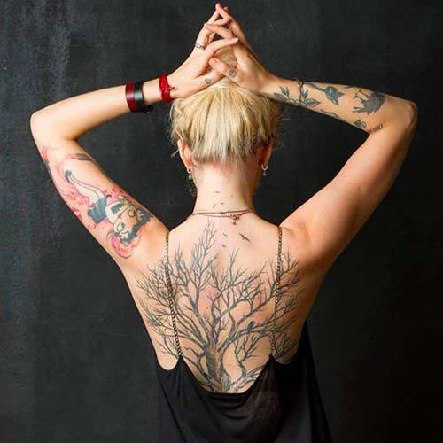 kadın sırtı büyük ağaç dövmesi woman back big tree tattoo