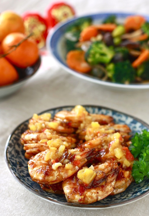 Sweet & Spicy Pineapple shrimp chinese new year recipe by SeasonWithSpice.com