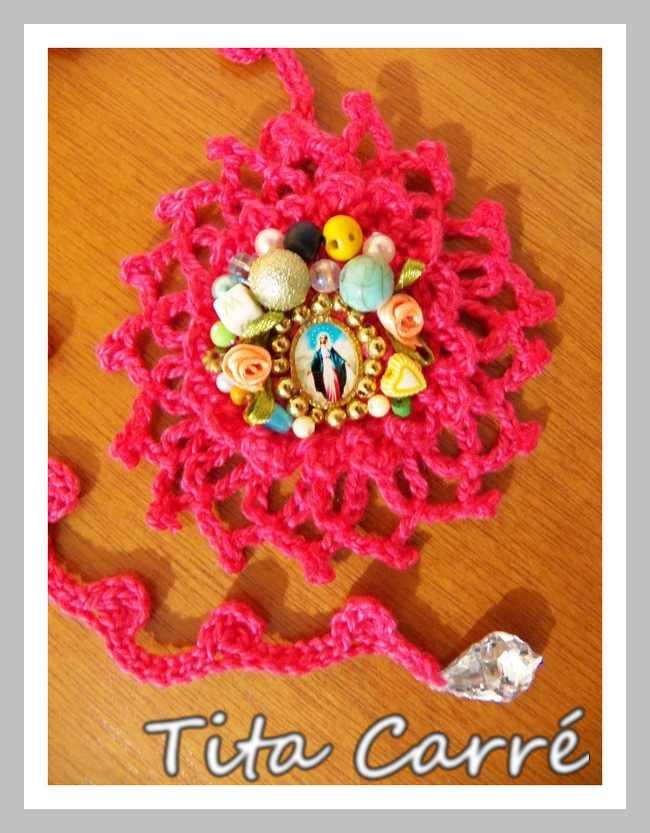 Relicário Nossa Senhora das Graças em crochet