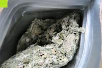 Beutel innen: JoviTea® Himbeerblättertee BIO 80g z.B. zur Unterstützung der Geburtsvorbereitung - 100% natürlich und ohne Zusatz von Zucker. Aus Biologischem Anbau. Zutaten: Himbeerblätter