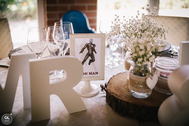 Tavolo sposi centrotavola legno e fiori