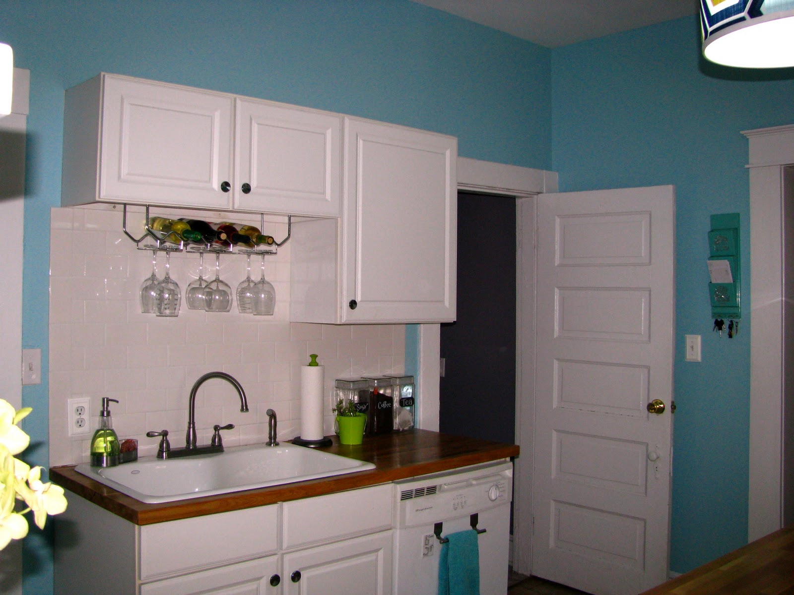 Remodelaholic | Kitchen Remodel on the Cheap!