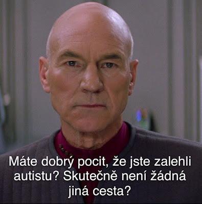 """Obrázek kapitána Pickarda ze Star Treku s otázkou """"cítíte se dobře, že jste zalehli autistu? Skutečně není jiná cesta?"""