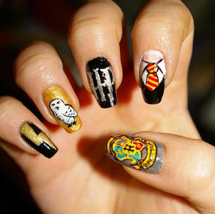 Uñas decoradas estilo Harry Potter.