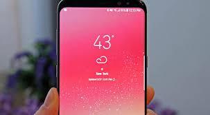 layar Galaxy S8 berwarna merah