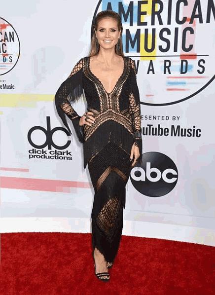 Heidi Klum show-stopping, sexy black dress at the 2018 AMAs