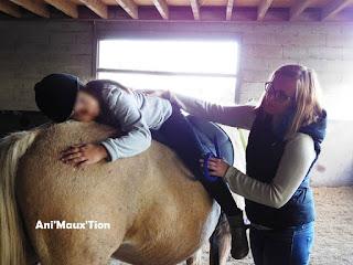 Exemple exercice d'équithérapie avec un poney.