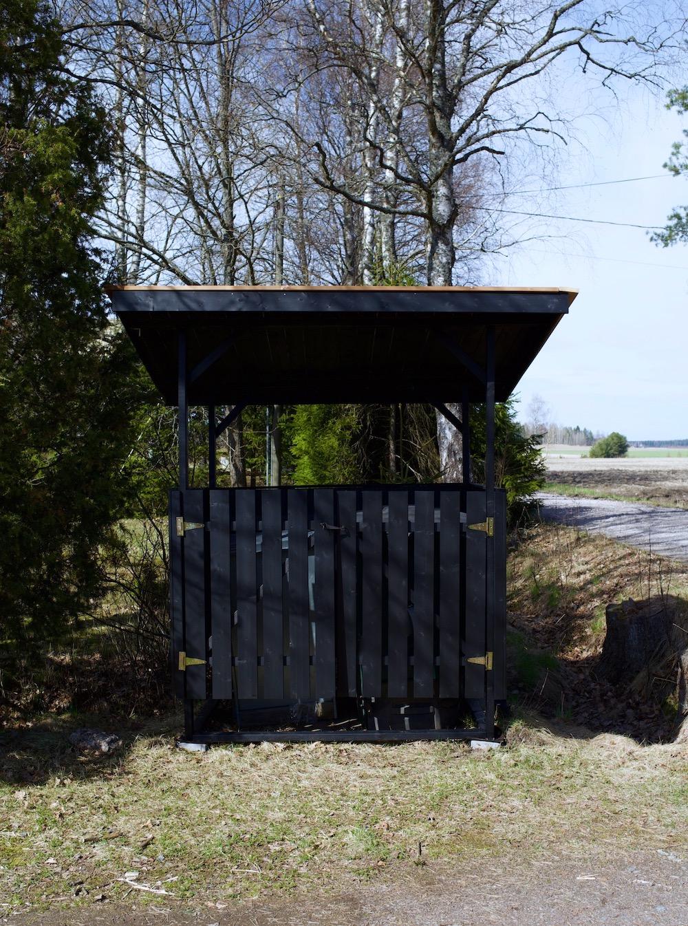#suuntanaomavaraisuus komposti kompostointi lämpökompostori Biolan pikakompostori puutarhakomposti biojäte edullinen roskakatos puuvalmis musta jätekatos pulpettikatto Osmo Color Eco Garden