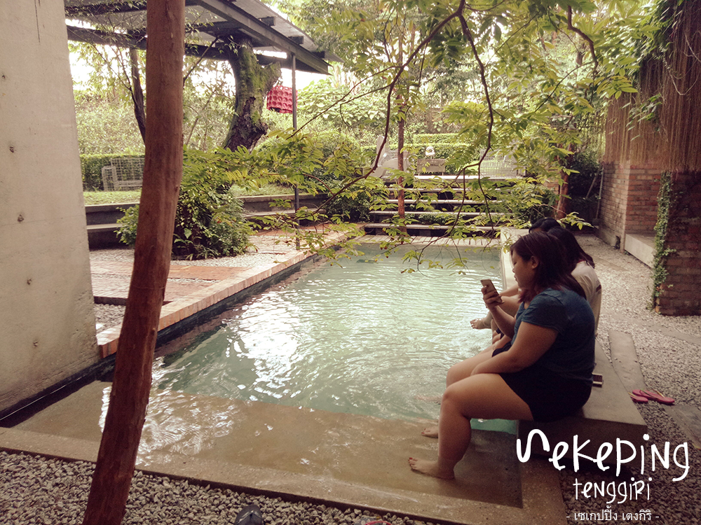 Sekeping Tenggiri : pool side