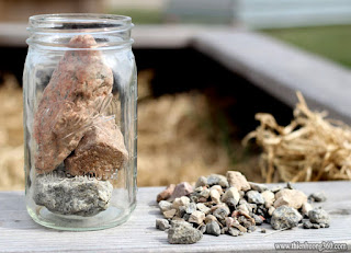 Chiếc lọ cuộc sống: câu chuyện hòn đá to, viên đá cuội, cát và nước