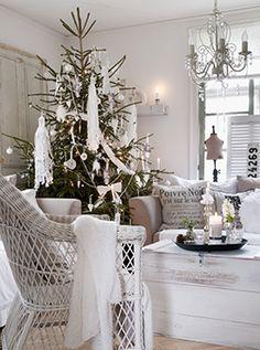 scandinavian-swedish-style-christmas-decor-tree-beautiful-room-white