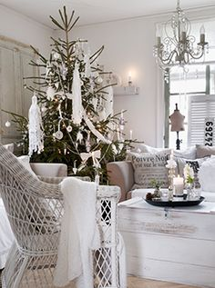 scandinavian-swedish-style-christmas-decor-tree-beautiful-room-white