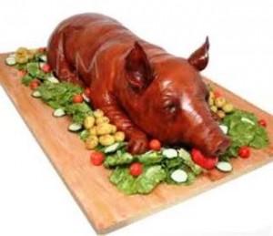 binatang itu janganlah kau makan dan janganlah kau terkena bangkainya  Alkitab dan Al-Qur'an Sama-Sama Mengharamkan Babi