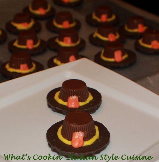 this is a tutorial and video on how to make Thanksgiving Pilgrim hats out of store bought cookies and peanut butter cups. These are simple instructions to make the cutest little pilgrim hats that are festive for the Thanksgiving Day Cookie Trays and tables
