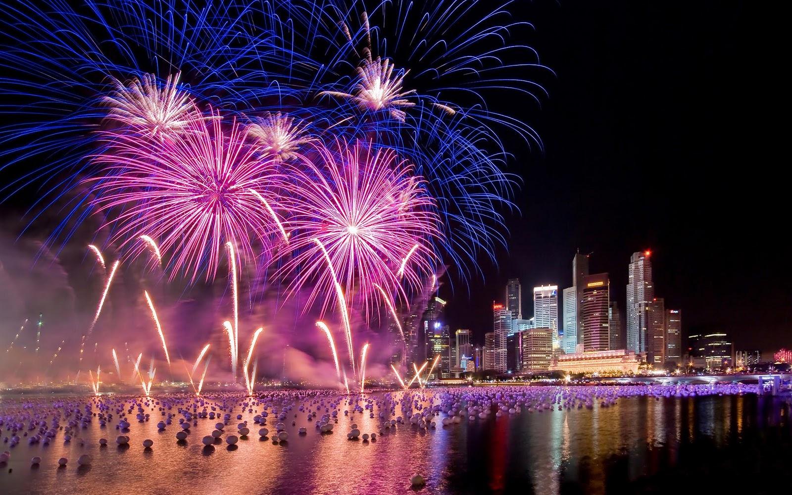 Bắn pháo hoa chào mừng năm mới tết dương lịch và âm lịch tại thành phố HỒ CHÍ MINH