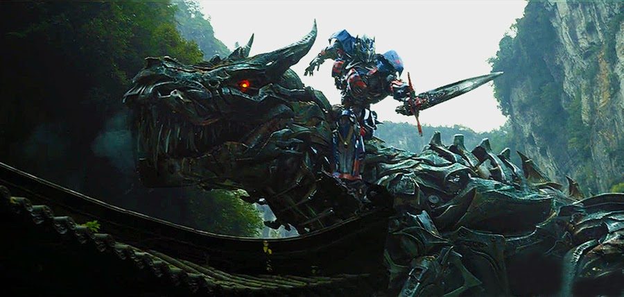 Un Dinobot şi Optimus Prime în Transformers Age Of Extinction