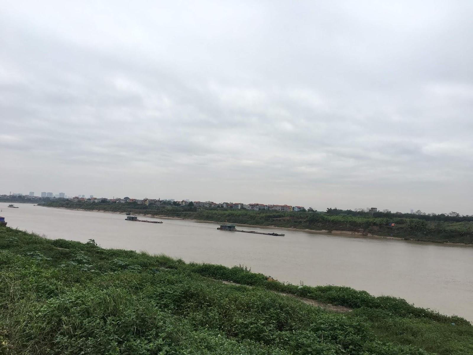 Tầm nhìn tuyệt đẹp ra sông Đuống của căn hộ AQH Riverside.