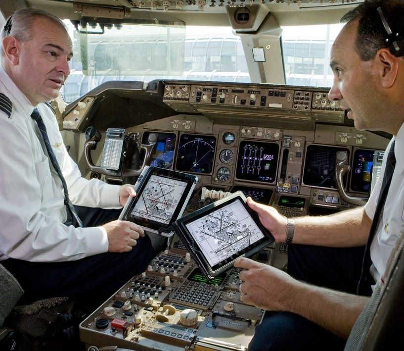 The U.S. Air Force dematerialized documentation of planes, and provides iPad to aircrew allowing him to make 50 million dollars in savings over a period of 10 years