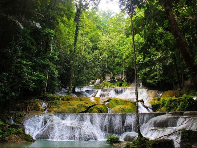 Destinasi Wisata Air Terjun Moramo Sulawesi Tenggara