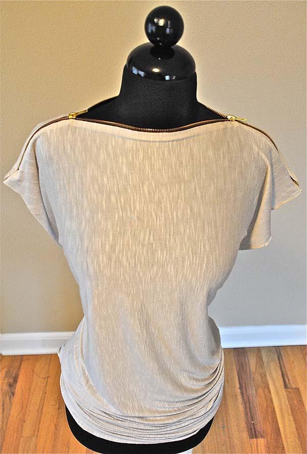 fermuar ile yaka yapılmış tişört modeli