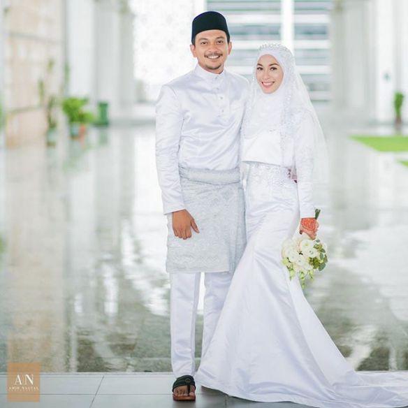 Hanya dengan sekali lafaz pelakon Shukri Yahaya telah sah bergelar suami  kepada Tya Adnan dalam satu majlis akad nikah yang diadakan di Masjid  Tuanku Zainal ... c2784844c7