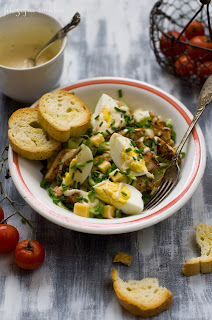 Sałatka z jajkiem i kurczakiem