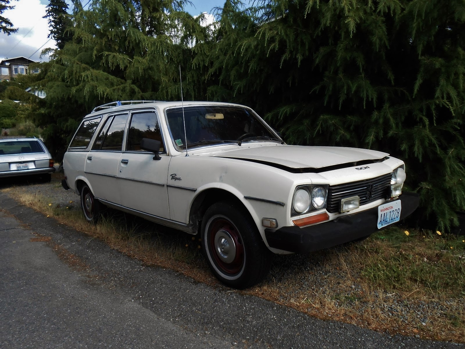 seattle's parked cars: 1976 peugeot 504 diesel wagon