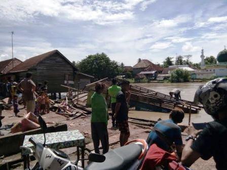 Dam Ambruk, 3 Rumah Warga Nyaris Terbawa Arus