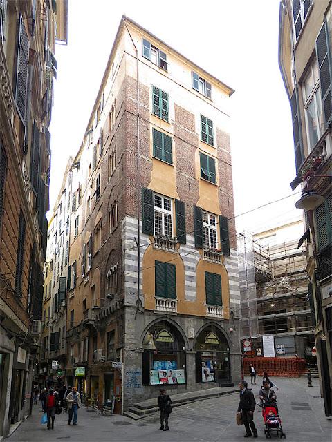Corner of Via di Fossatello with Via San Siro, Genoa